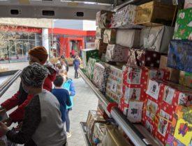 Weihnachtspäckchenkonvoi – Kinder helfen Kindern
