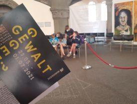 """Besuch der Ausstellung """"gegen Gewalt?"""" in der Markuskirche"""